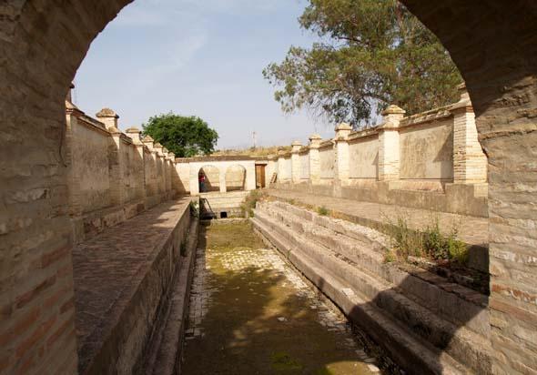 Baños Romanos Granada:Baños Romanos (A Castillo, mayo 2006)